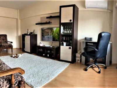 Apartament 2 camere in zona Trocadero