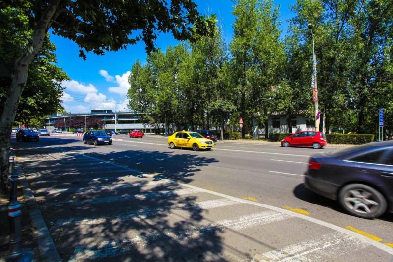 City Park Mall, apartament cu 3 camere, decomandat, bloc la bulevard