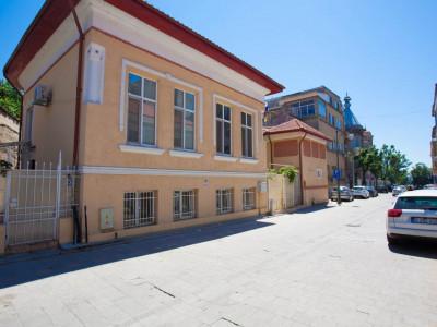 Zona Peninsulara-Cazino-Arhiepiscopie-Piata Ovidiu- Spatiu 90 mp, nou, curte 30m