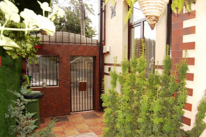 Ultracentral - Casa din caramida cu etaj in stil mediteranean