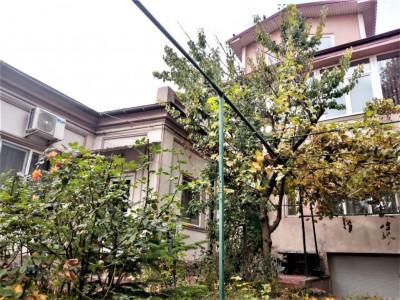 Vila D+P+1+M in zona Universitate